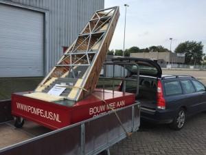 De maquette van Onze Toren staat klaar voor transport.